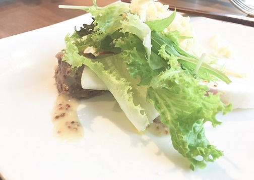季節の野菜サラダ(レタスと豆のドレッシング、カブ)