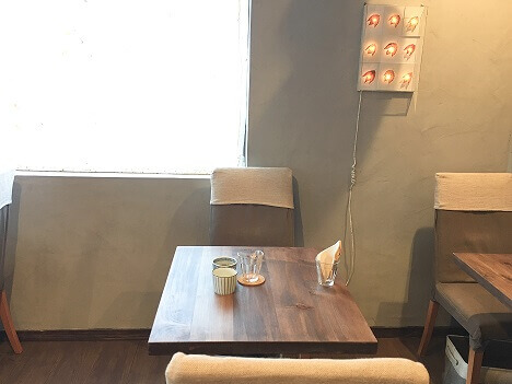 私が座った二人掛けテーブル席